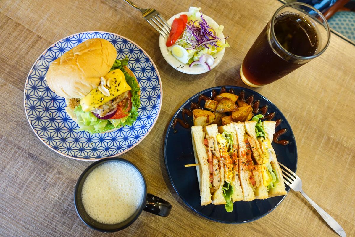 尋早早餐 學生最愛的平價早午餐|台南大學旁兩層老屋~ 擺設超好拍!